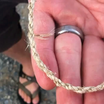 How to make a bracelet out of plant fibers