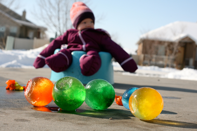Introducing ... - OutsideMom.com Ten Things To Do In The Snow In Your Backyard
